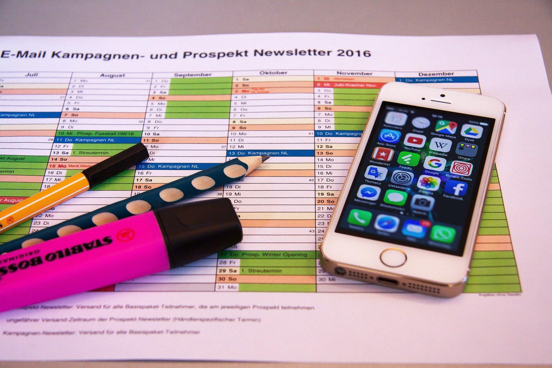Schreibtisch, Kalender, social Media